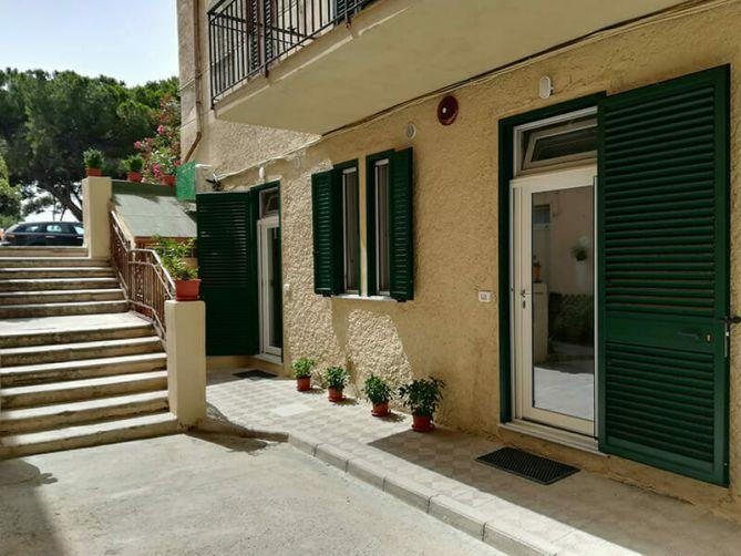 guest house via marina reggio calabria affittacamere bed & breakfast parcheggio corte condominiale 5